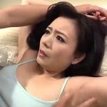 夜這い!48歳で美熟女な友人の母を寝取る!母の淫らな姿を見て動揺する息子の前で衝撃の中出し!三浦恵理子