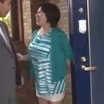 同級生の母!五十路妻の不倫現場を盗撮!激しい背徳SEX!! これは脅して・・・ 柏木舞子
