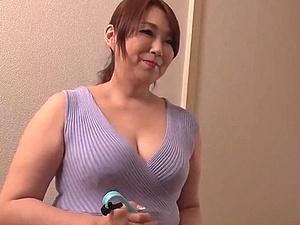 豊満な五十路の嫁の母をレイプ!欲情した婿にベッドへ押し倒されて強姦されるも・・・ 遠野麗子