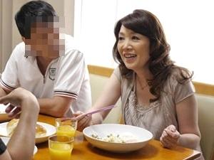 逆夜這い!56歳の五十路お母さんは性欲旺盛!連日連夜、息子と中出し近親相姦!宮前幸恵