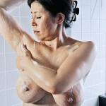 垂れ爆乳な五十路母!熟れた大きな乳房の痴女母がヤバイ!息子や弟と近親相姦!水野淑恵