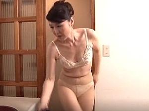 親戚のおばさんは清楚な五十路妻!50歳の叔母に惹かれて・・・親族相姦!黒柳美沙子