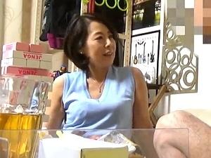 50歳の熟女ナンパ盗撮!五十路妻のトイレおっしこ&不倫SEX現場をコッソリ隠し撮りしてAV発売!