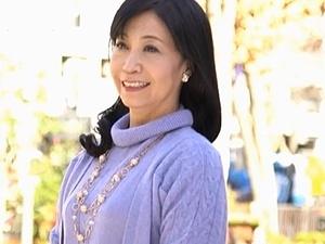 戸澤佳子の初撮り!50歳・五十路妻の決意!「主人以外の男性に抱かれてみたい…。」