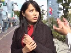 目の下のホクロがチャーミングな人妻ナンパ!電マで濡らして『ナマ』挿入!中出し!!!