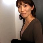 上京してきたスレンダー五十路52歳の嫁の母!娘婿と二人きりになると段々「女」っぽくなってきて・・・近親相姦!隅田涼子