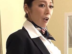 友人の母は元キャビンアテンダントの美魔女な五十路妻!CA制服姿に興奮して飛び掛かり中出しSEX!!!