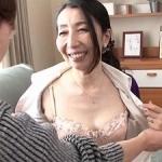 【楠由賀子】54歳の五十路母に『中出し』!口や膣内に息子のザーメンがドロドロと…究極の近親相姦!