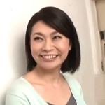 五十路の友人の母親を強引に寝取る!52歳で愛嬌ある笑顔が魅力的で・・・ 白山葉子