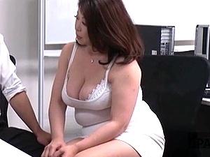 豊満痴女OLの逆セクハラ!爆乳爆尻な熟女キャリアウーマンがエロすぎてヤバイ!加山なつこ