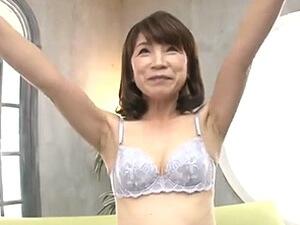 森山景子の初撮り!五十路でニコニコ笑顔が可愛らしい53歳の人妻!SEX大好きで『毎日したい♡』!