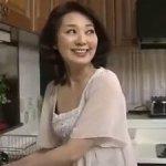 夫が単身赴任中で欲求不満が溜まる55歳の五十路母と母子相姦!清野ふみ江