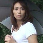 近所に住む人妻が気になる…。清楚で美熟女な人妻とセックスがしたい・・・!! 矢部寿恵