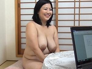 全裸の専業主婦は39歳まん丸豊満熟女!全身ブヨンブヨンで貪りつきたい!!! 寺島志保
