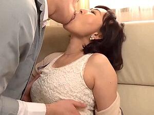 前の奥さんと不倫?!52歳の五十路妻が前の夫と中出しセックスしてしまう!桧山えつ子