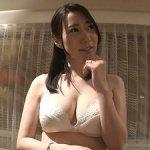 竹内瞳の初撮り!32歳の極上アラサー巨乳美人妻が脱ぐ!ハメる!