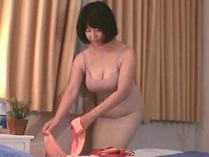 五十路の熟女人妻マッサージ盗撮!ふっくら巨乳でエロ~い体をした五十路妻のSEX映像!!