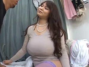 豊満な巨乳巨尻の痴女人妻!M男を痴女りまくりの肉弾SEX!!愛あいり