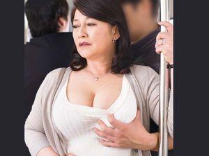熟女痴漢!還暦60歳の六十路!豊満で巨乳巨尻な熟れ切った人妻の体を弄ぶ!北森麻子