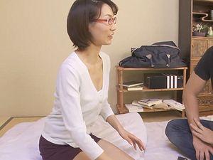 熟女デリヘル嬢はベロキス好き!43歳アラフォー四十路の眼鏡スレンダー熟女と中出しディープキス本番SEX!!!