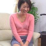 【鎬すみれ】嫁の母は五十路(55歳)のスレンダー清楚熟女!2人きりの空間で…男女関係に!