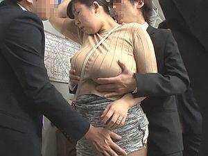 デブ熟女痴漢!豊満で爆乳爆尻な人妻を犯す!3P乱交!!大森しずか