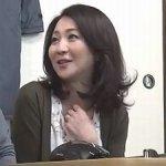 【艶堂しほり】45歳の美魔女人妻!教え子の色っぽい母親に誘惑されて…不倫セックス!