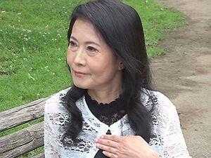 右京鈴花の初撮り!六十路!還暦60歳になったばかりの爆乳未亡人がAVデビュー!