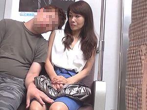 【麻生まり】電車痴漢!五十路の清楚でお淑やかなスレンダー熟女人妻を犯す!