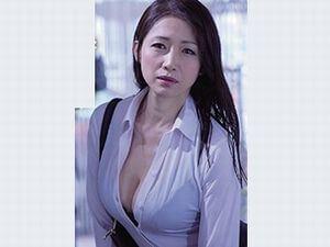 【友田真希】女上司と外回り中に突然の大雨!女上司は巨乳な美熟女!雨宿り先はラブホテル・・・