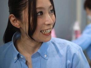【白木優子】美魔女な人妻清掃員とエロい事をしたがる新入社員