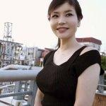 素人美魔女(40歳)!妖艶フェロモン漂う色っぽい巨乳人妻!
