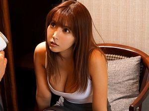 【三上悠亜】巨乳美人な人妻上司と童貞の部下が出張先のホテルで相部屋になって・・・!!