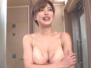 【君島みお】痴女な巨乳人妻ナンパ!手コキ顔面騎乗クンニちんぐり返し&中出しSEX!