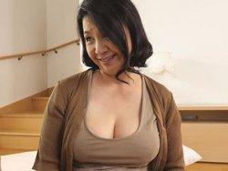63歳!ぽっちゃり巨乳な六十路妻がAVデビューして初撮り!初めてのハメ撮りで悶絶!!秋吉慶子