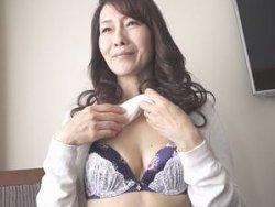五十路ナンパ!清楚スレンダーな55歳の熟女人妻を口説き落として中出しハメ撮り!