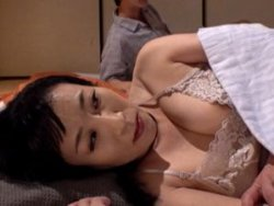 【美原すみれ】ネグリジェが色っぽい巨乳美熟女な嫁の母を強く抱きしめて・・・合体!