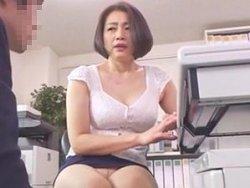 【友田真希】ムチムチ爆乳な女上司と残業中にオフィスセックス!